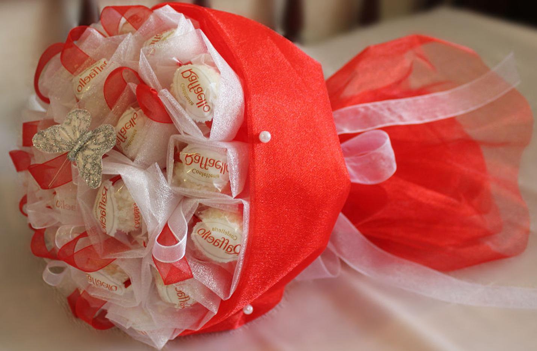 Необычные букеты своими руками из конфет 175